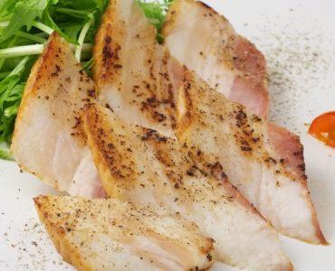 ホエー豚厚切りベーコンの藁焼き 780円<br /> (税込)