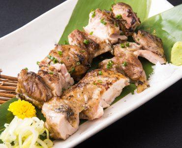 美桜鶏もも肉の藁焼き 1,180円(税込)